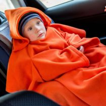 Deka s rukávmi pre deti Baby Wrapi Active - oranžová