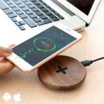 Drevená bezdrôtová rýchlonabíjačka na smartfóny - orech