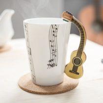 Hudobný hrnček - akustická gitara