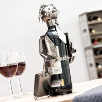 Kovový stojan na víno biznismen