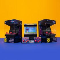 Mini hrací automat s dvoma ovládačmi