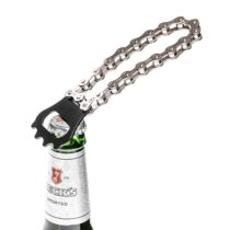 Otvárač na fľaše pre cyklistov