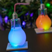 Pohár žiarovka s LED svetlom a slamkou