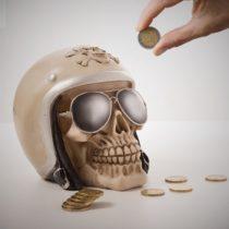 Pokladnička motorkárska lebka