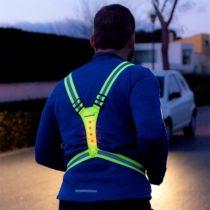 Reflexný postroj s LED pre športovcov