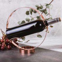 Stojan a držiak na nalievanie vína