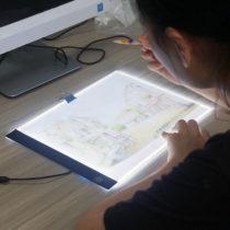 Svietiaca LED doska na obkresľovanie